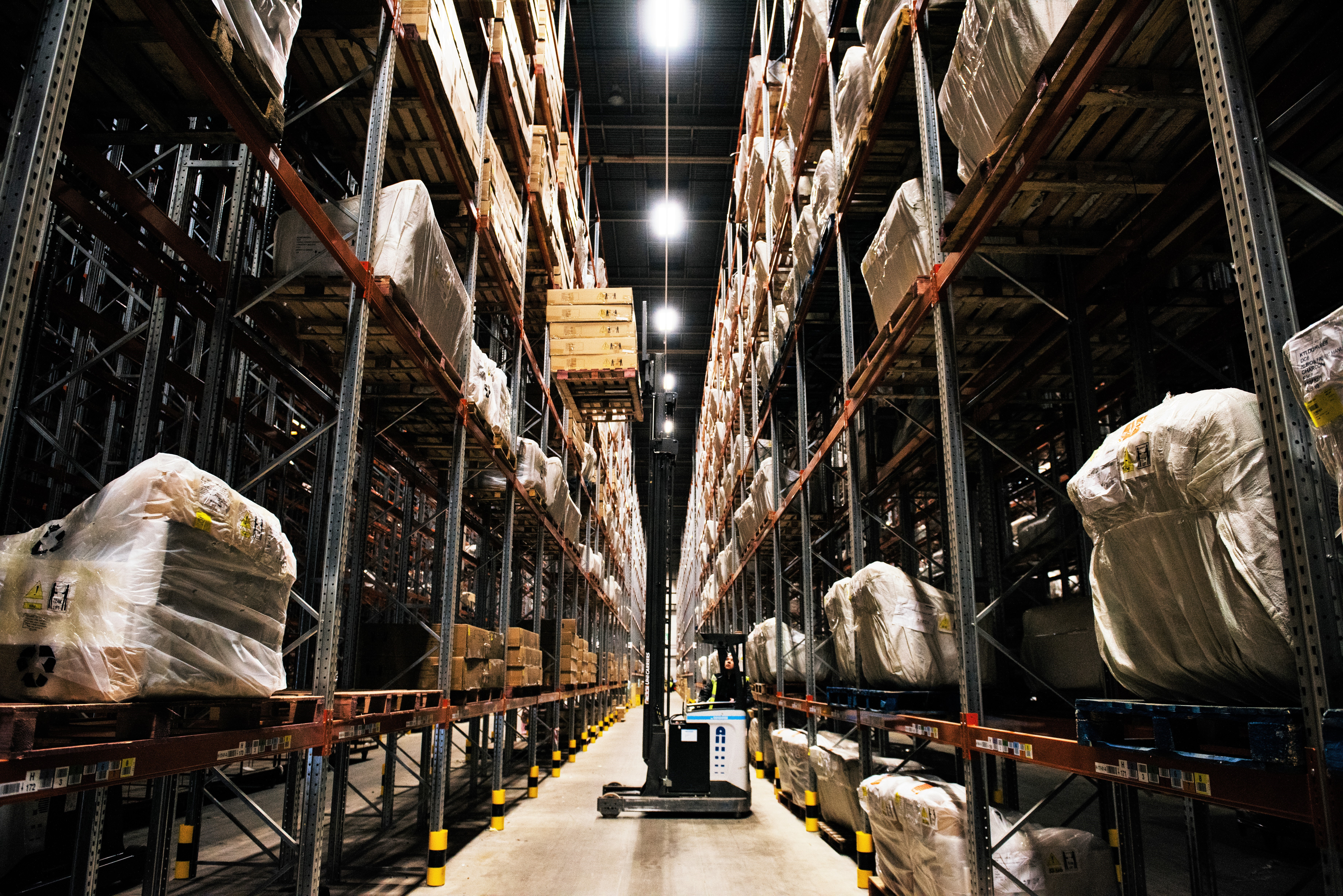 Warehouse Aisle - Picking stock.jpg (1)